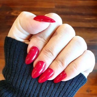 RED: a colour for all seasons. What colour is your go-to? Book your nails in for a spring clean and polish @beautyloungehq 💜 . . . . . . #beauty #lounge #nails #beautylounge #red #rednails #beautyloungemounthawthorn #beautyloungemthawthorn #beautyloungeperth #thebeautylounge #nailsofinstagram #beautyloungehq #nailsonfleek #perthstyle #nailsnailsnails #perthnow #nailfie #naildesign #nailsaddict #manicure #perth #nailsalon #ladiesofvincent #perthwa #uglyducklingnails #nailpro #nailstagram #nailsdid #perthfect
